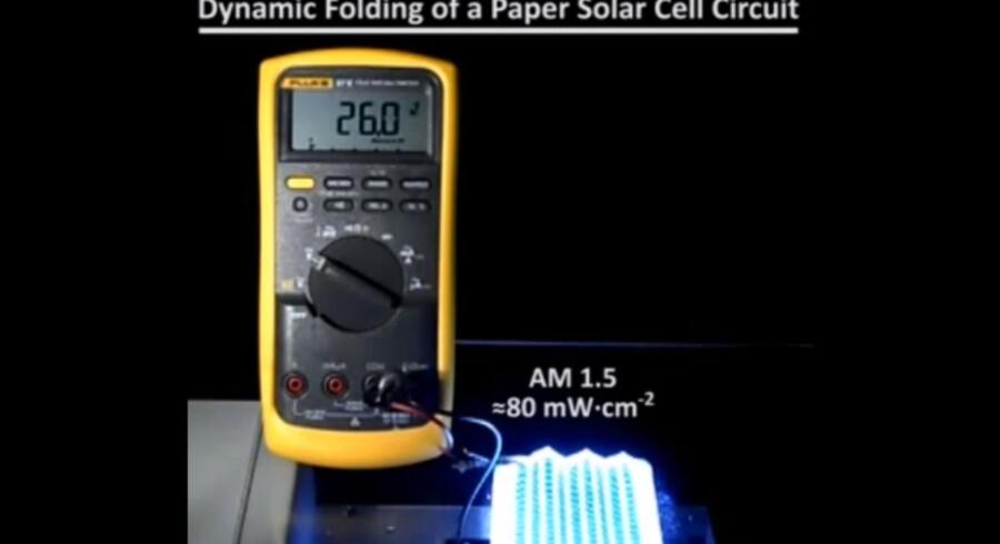 Forskere har udviklet en nem og billig måde at bruge fotoceller på ved at placere dem på papir eller tekstiler som små solceller, der selv producerer energi. Det afstedkommer mange nye muligheder for fremtidens energi.