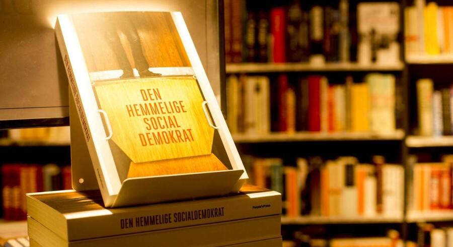 Den nye bog Den Hemmelige Socialdemokrat i boghandlen.