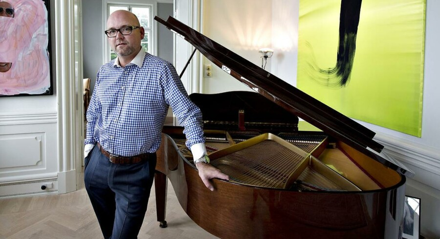 Jesper Øhlenschlæger, forretningsmand Århus, i hans strandvejsvilla Lille Marselis, opkaldt efter hans nabo dronning Margrethes residens, Marselisborg i Århus. Lille Marselis er siden afhændet.
