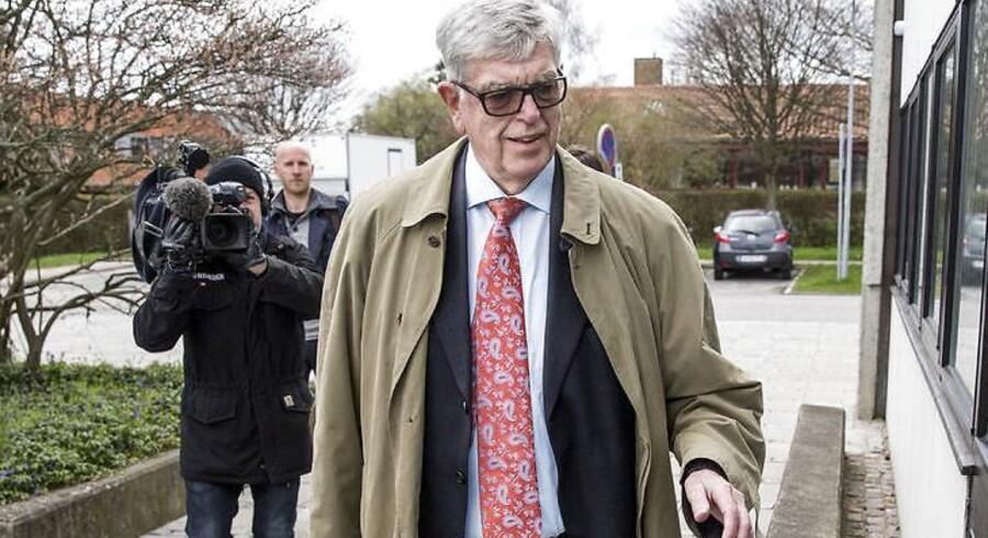 Roskilde Banks tidligere bankdirektør Niels Valentin Hansen på vej til retten
