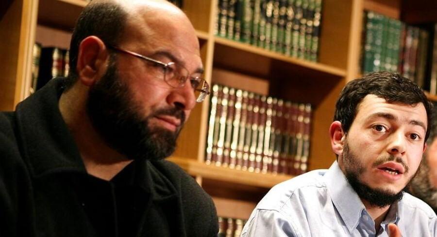 Mohamed Al Khaled Samha var leder af den dansk-muslimske delegation, der rejste til Mellemøsten for at søge støtte til fordømmelsen af Jyllands-Postens muhammedtegninger, og som derfor beskyldes for være med til at have antændt Muhammedkrisen. Her ses han ved et møde sammen med gruppens daværende talsmand, Ahmed Akkari.
