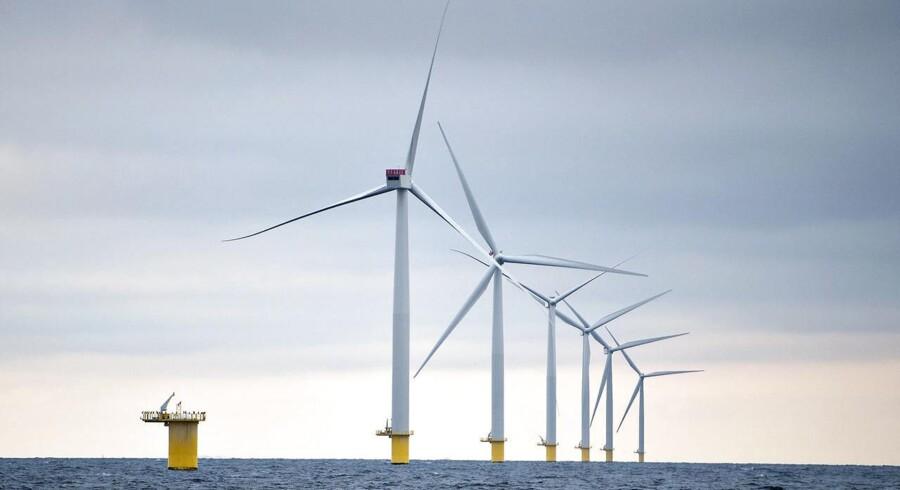 Havvindmøller - her ved Anholt - er igen omdrejningspunkt for debat.
