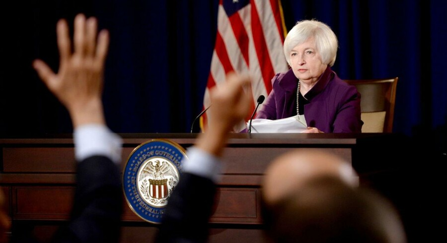 Centralbankchef Janet Yellen har i hvert fald flere gange understreget, at renten vil blive hævet »forsigtigt og gradvist«, sådan at der ikke burde komme store overraskelser, som sender aktiekurser eller boligpriser ned med stor fart.