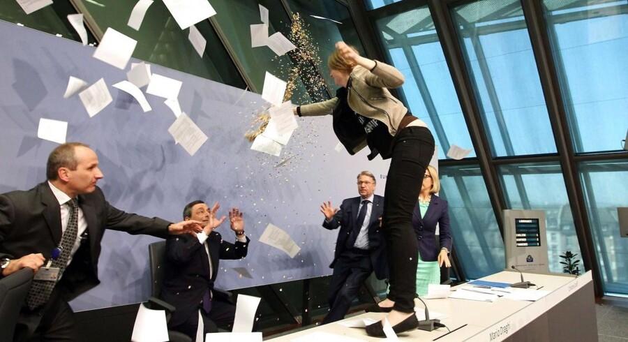 En kvindelig aktivist afbrød midlertidigt ECBs pressemøde.