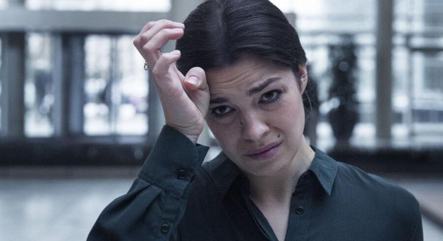 Hvad nu, Claudia? Vintermørket har sænket sig over persongalleriet i »Bedrag«. Her Natalie Madueño. ?Foto: Christian Geisnæs