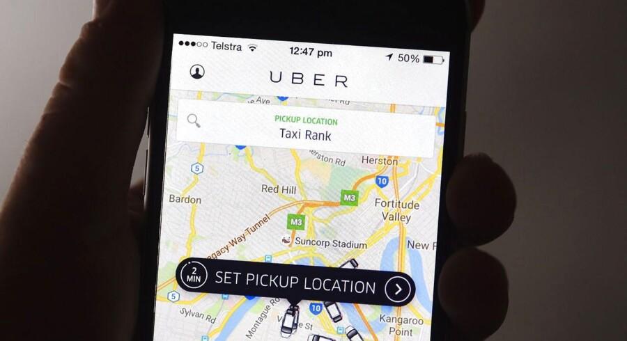 Trusler og chikane er blevet en fast del af jobbet for Københavns Uber-chauffører. Bag chikanen står angiveligt enkelte taxichauffører, der føler sig magtesløse over, at den private kørselstjeneste nupper deres kunder.