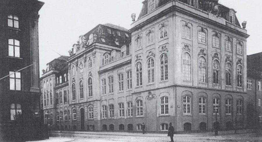 Dehns Palæ i Bredgade mellem Frederiksgade og Fredericiagade, hvor den velhavende forretningsmand Christopher Mac Evoy boede i 1820erne. Foto fra ca. 1910, Sys Hartmann: 50 palæer og landsteder.