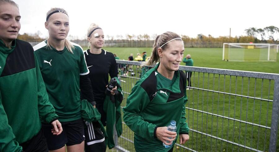 Hvis Danmark som ventet taberdømmes i den aflyste kamp mod Sverige, har de danske kvinder lang vej til VM.