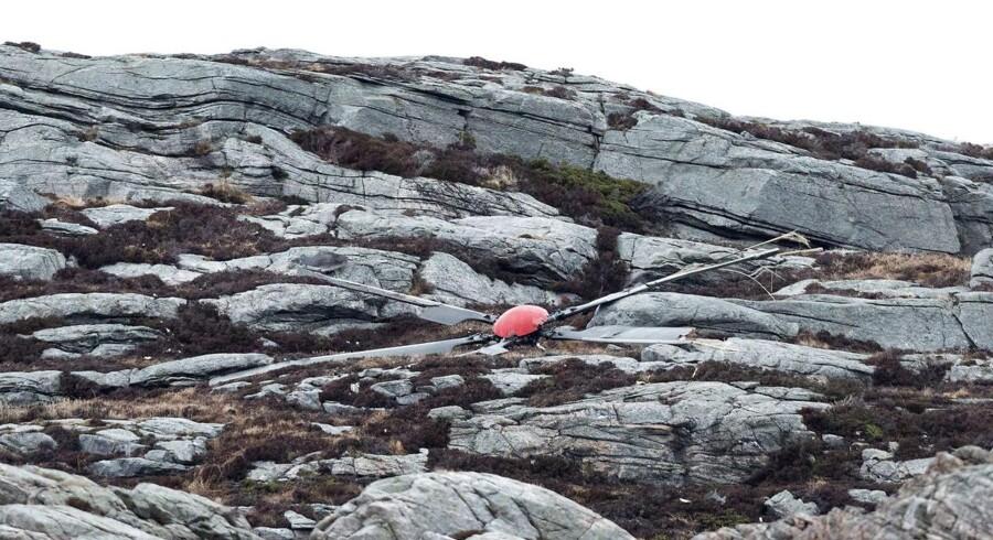 Ulykkesstedet, hvor en helikopter styrtede ned vest for Bergen, Norge, fredag.