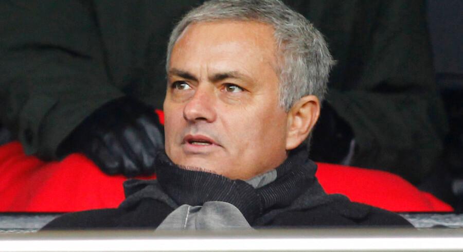 Den normalt velinformerede spanske avis El Pais mener at vide, at Mourinho har skrevet en såkaldt forhåndskontrakt med de røde djævle