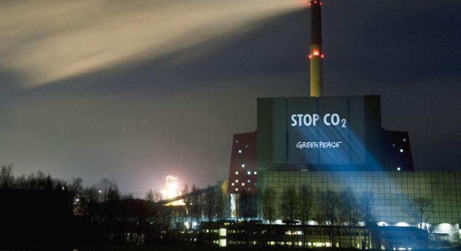 Gør noget, lyder opfordringen fra miljøorganisationen Greenpeace til IT- og telebranchen. Foto: Christian Aslund, AFP/Scanpix