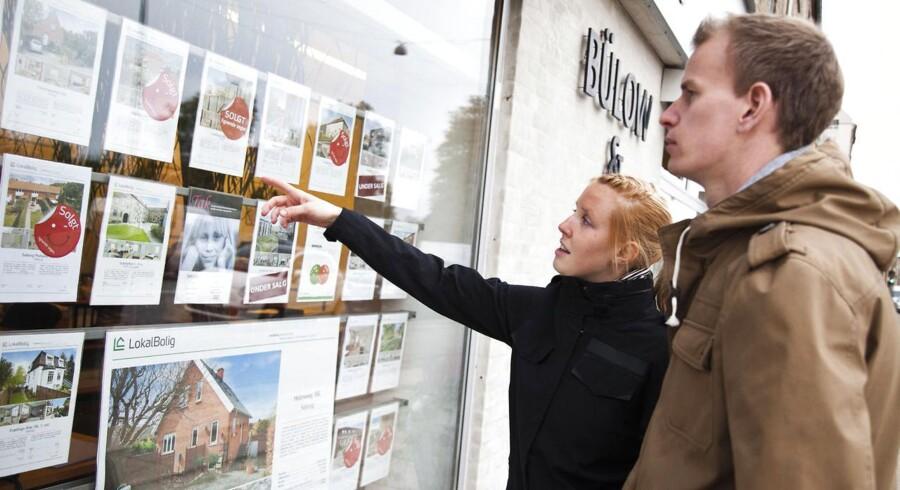 Der kan være flere tusinde kroner at spare om måneden ved at vælge en ejerlejlighed frem for en lejebolig i landets største byer, viser beregninger fra Home og Realkredit Danmark.