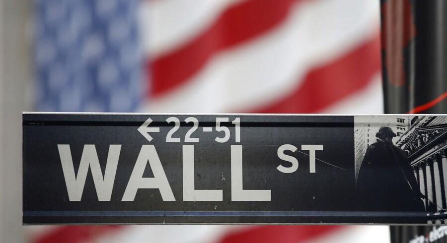 Nordea anbefaler, at aktionærerne kryber i ly af den græske krise ved at sælge ud af europæiske aktier og i stedet tanker op i USA.