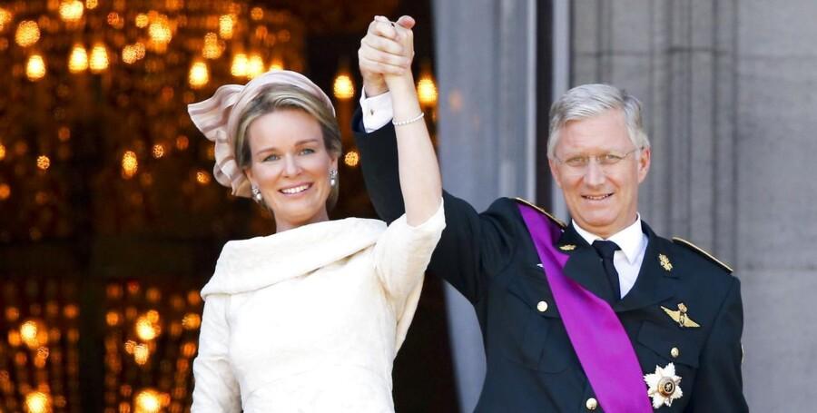 Belgiens nye kongepar, kong Philippe og dronning Mathilde modtager folkets hyldest fra kongeslottets balkon i Bruxelles efter den officielle indsættelse af kong Philippe som Belgiens nye konge.