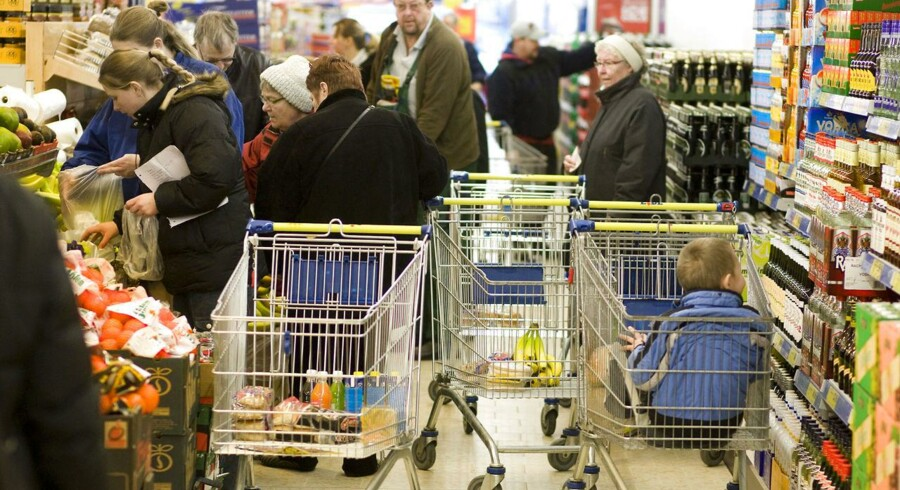 Lidl hæver timelønnen fra 7,20 pund til 8,20 pund i alle deres engelske butikker. Det betyder, at de går forrest i feltet, når de kommer til at efterleve de anbefalede mindstelønninger i England.