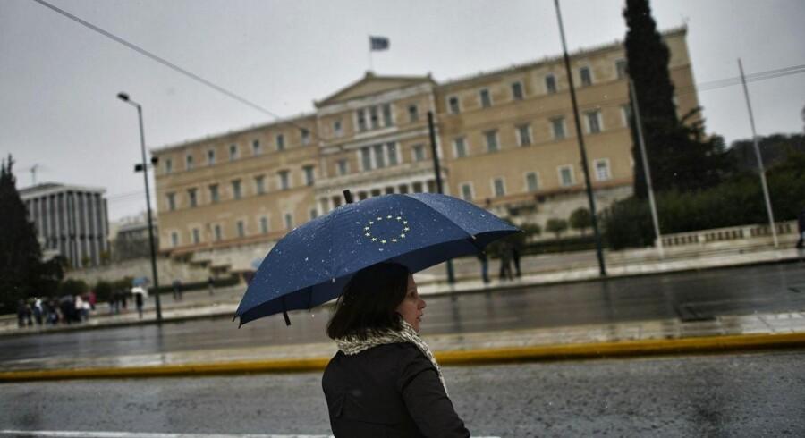 Får Grækenland ikke en ny aftale med eurozonen om tilbagebetaling af landets gæld, så vil det altid være muligt at rette øjnene et andet sted hen Plan B handler om at skaffe finansiering fra en anden kilde.