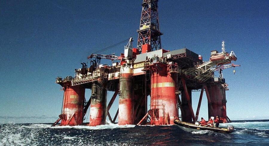 Det færøske olieselskab Atlantic Petroleum er gået i udbrud fra begyndelsen af onsdagens danske aktiehandel, efter at selskabet har indgået en ny låneaftale med London Oil and Gas, der pumper 8 mio. pund - eller knap 80 mio. kr. - ind i selskabet.