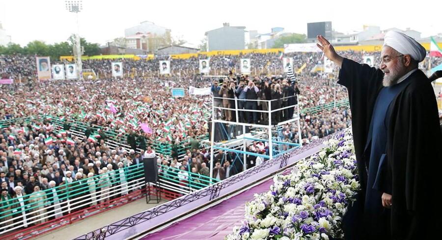 Irans præsident Hassan Rowhani kan se frem til flere snaktioner fra globale stormagter, hvis han ikke makker ret i forhold til landets atom-program.