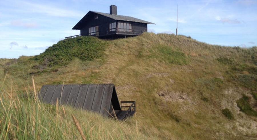 Louisiana-huset, som ejedes af afdøde stifter af kunstmuseet Louisiana i Humlebæk i Nordsjælland, Knud W. Jensen, ligger også udsat i klitterne i Kandestederne, hvor naturens kræfter truer med at opsluge det. Foto: Birgitte Erhardtsen
