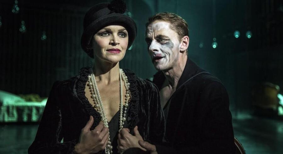 Stine Stengade og Olaf Johannesen i »Mefisto« på Betty Nansen Teatret. Foto: Natascha Thiara Rydvald