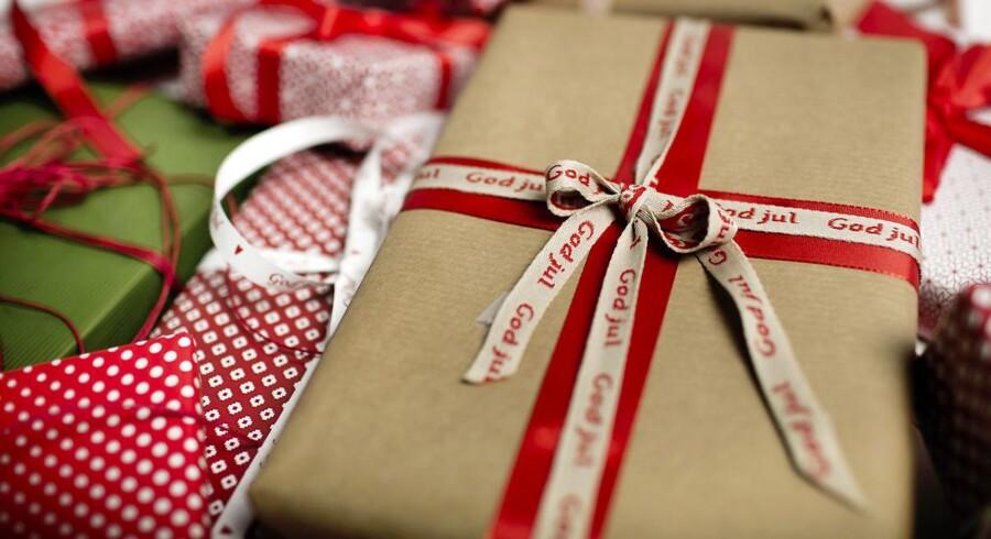 Venter du forgæves på en julegave, der er bestilt online, så kan du hæve købet og finde en ny gave ude i byen.