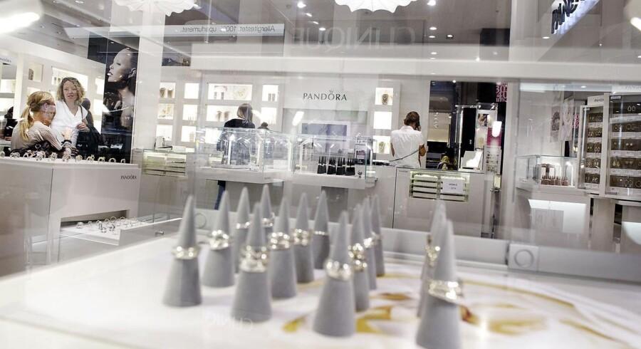 Fra 2016 får Pandora mere plads i Jareds mere end 200 butikker, som allerede forhandler Pandora-smykker. Direktør for Pandora Americas Scott Burger glæder sig over udvidelsen, som han mener kan give Pandora et skub i den rigtige retning i USA.