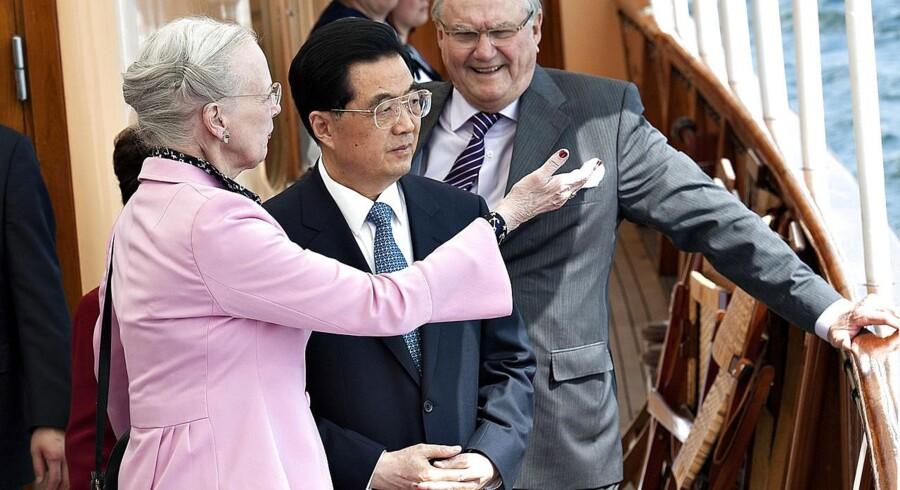 For to år siden var den daværende kinesiske præsident Hu Jintao i Danmark - i de kommende dage er dronning Margrethe og prins Henrik for anden gang på statsbesøg i Kina.