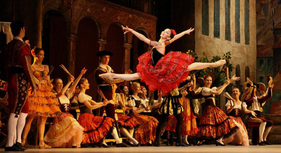Normalt er det klassisk opera og ballet, der indtager scenen på Royal Opera House i London. Nu er der Twitter-opera på programmet i næste måned. Foto: John D. McHough, AFP/Scanpix