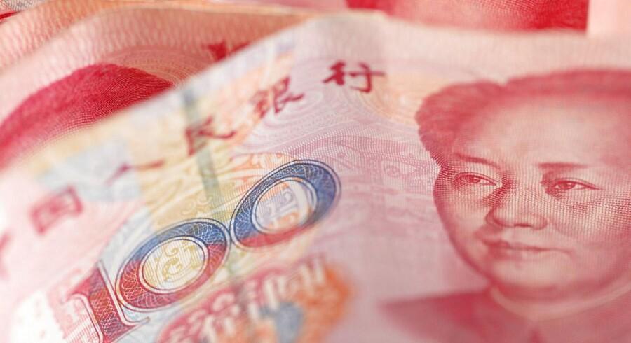 De kinesiske nøgletal er særligt interessante i øjeblikket, fordi den kinesiske centralbank, Peoples Bank of China, de seneste to dage har svækket landets valuta, yuan, i et forsøg på at rette op på en svag eksport og en opbremsende vækst.