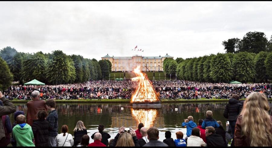 Tusindvis af mennesker var mødt op i Frederiksberg Have for at se heksen blive brændt på bålet.