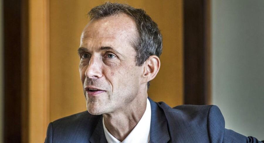 Bestyrelsesformand for Auriga, Jens Due Olsen, holder pressemøde om salget af Cheminova til det amerikanske selskab FMC Corporation.