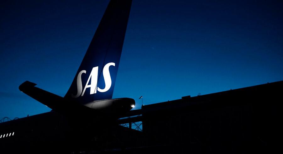 ARKIVFOTO 2015 af SAS-fly- - Se RB 11/4 2016 06.34. Passagerer på SAS-fly kan normalt regne med, at stewardesser og piloter nyder godt af en overenskomst. Men sådan er det ikke på en ny SAS-rute mellem København og Boston i USA. Besætningen på ruten har ingen overenskomst. (Foto: Mathias Løvgreen Bojesen/Scanpix 2015)