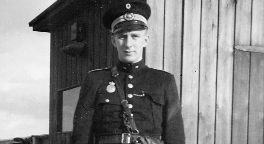 Olaf Jørgensen som ung politibetjent, ansat ved Kystpolitiet i Helsingør. På færgen til Sverige vendte man det blinde øje til allierede krigsflyvere på flugt, men tog til gengæld for sig af tyske appelsiner. Privatfoto.