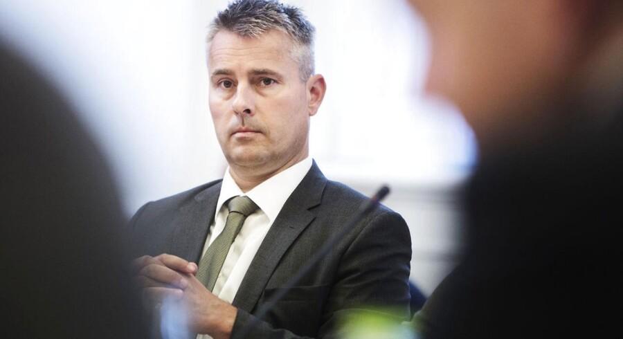 Erhvervs- og vækstminister Henrik Sass Larsen melder nu ud, at han på baggrund af tirsdagens analyse af Betalingsservice fra Konkurrencestyrelsen er klar til at kigge på en politisk regulering af Betalingsservice.
