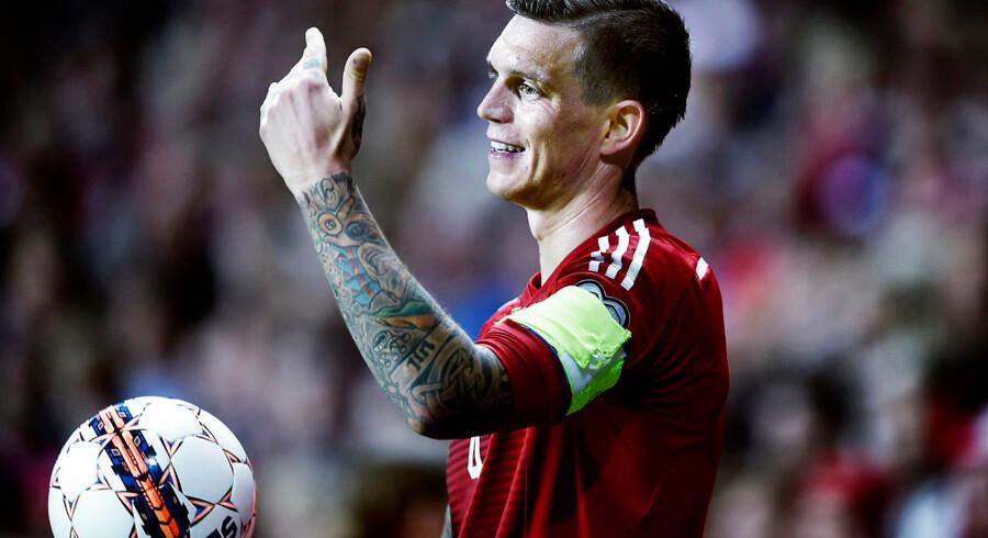 Daniel Agger har ingen planer om samtaler med DBU vedrørende valget af Danmarks nye landstræner. Arkivfoto fra EM-kvalifikationskamp mod Albanien.
