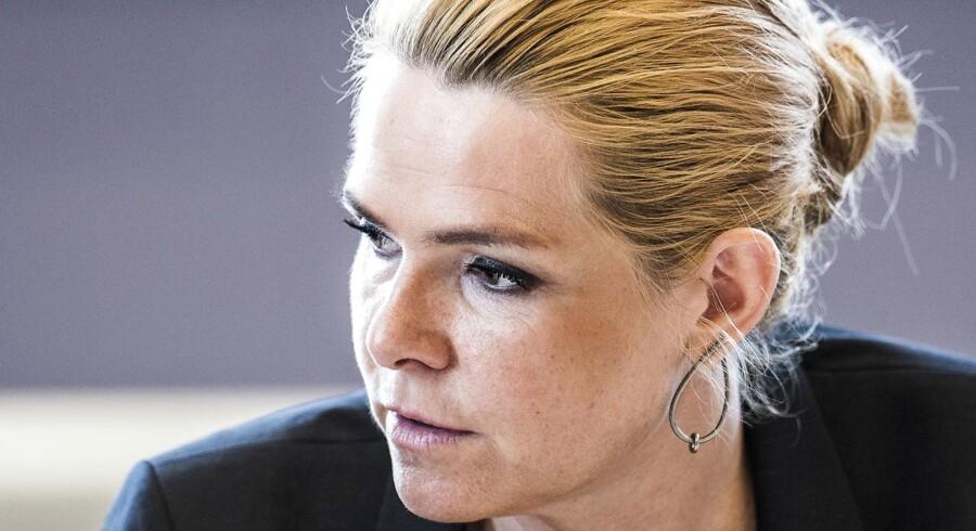(ARKIV) Udlændinge- og integrationsminister Inger Støjberg (V) frygter, at religiøst pres eller særkrav kan brede sig i danske virksomheder.