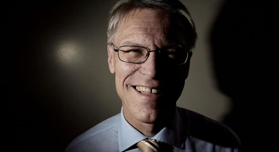 Lars Bernhard Jørgensen fortsætter på direktørposten, til man har fundet en afløser.