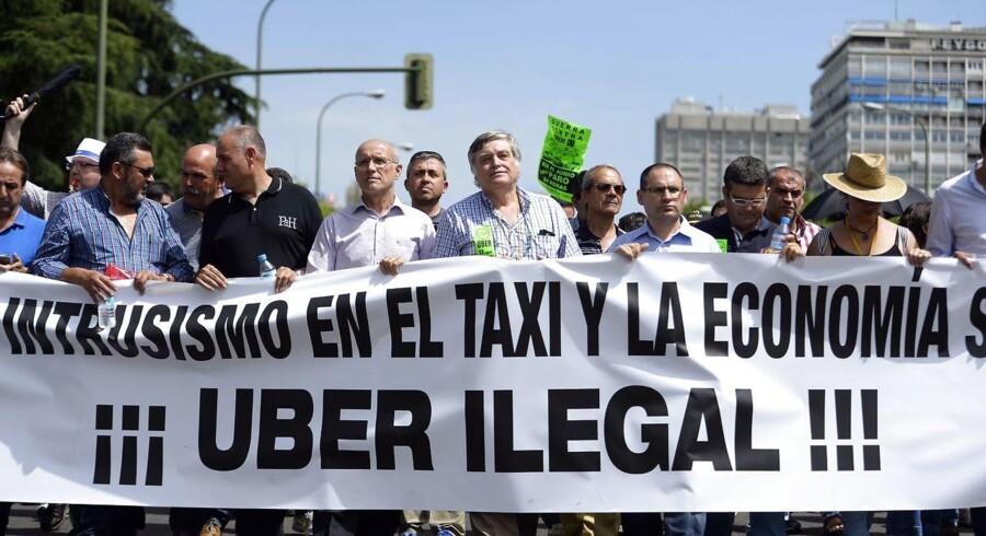 I Spanien er Uber forsøgt erklæret ulovlig, men spørgsmålet er ikke helt ligetil. En spansk dommer har derfor sendt sagen for EU-Domstolen.