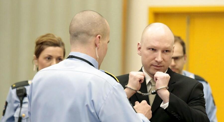 »Det er åbenlyst for de fleste, at det havde været mere humant at skyde mig end at behandle mig som et dyr, som de har gjort i de sidste fem år,« siger Breivik ifølge NRK.