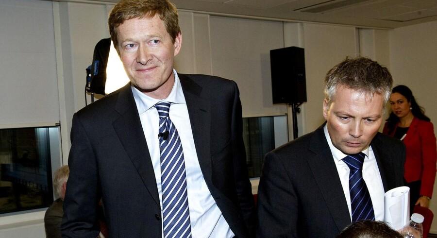 Danfoss' administrerende direktør Niels B. Christiansen (tv.) efter et et pressemødet i 2011 om en stor EU-bøde, som Danfoss fik i en kartelsag. Nu koster kartel--samarbejde igen Danfoss penge, idet virksomheden betaler 265 millioner kroner i kompensation til køberne af kompressorer.