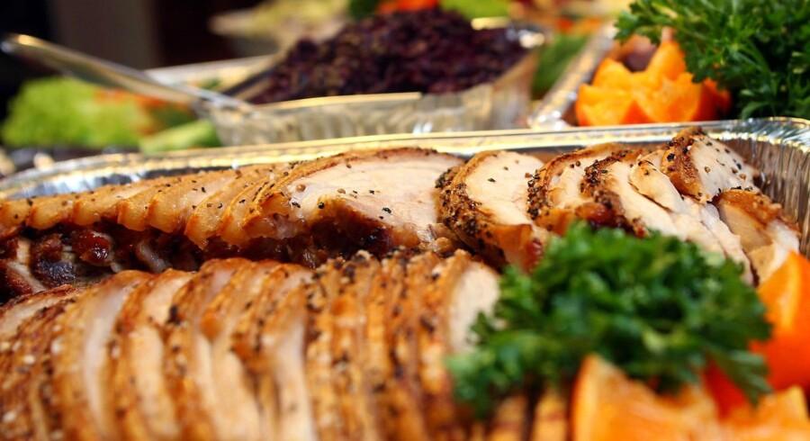 Få opskrifter på god klassisk julefrokost med flæskesteg, varm leverpostej og alt, hvad der hører til.