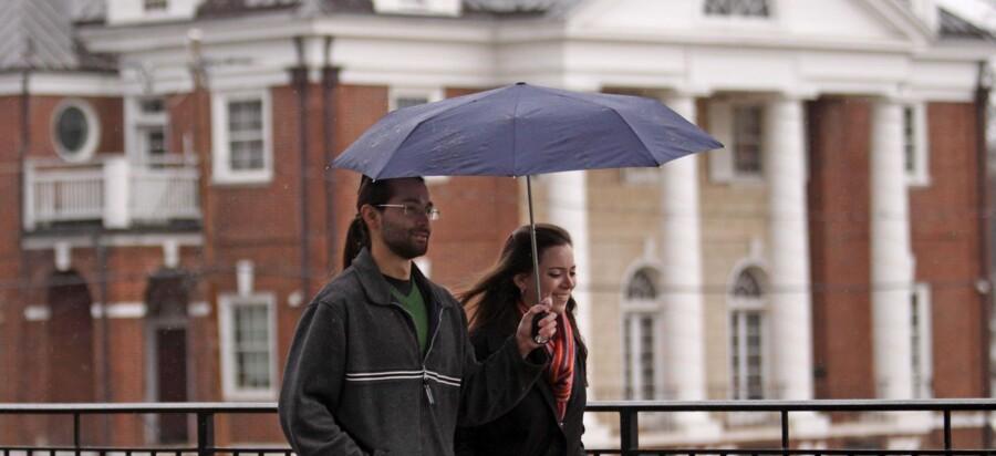 Historien i Rolling Stone om voldtægten på University of Virginia er muligvis ikke korrekt, men mange mener fortsat at den er sansynlig, og at universiteternes broderskaber skal granskes. Kvinden på billedet har ikke noget med historien at gøre.