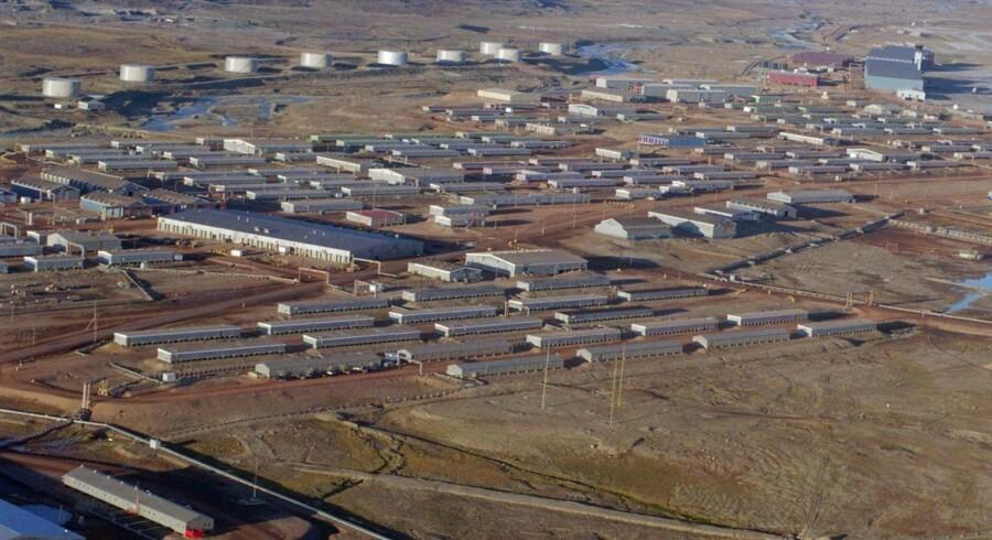 Den danske regering har forhandlet med USA om en politisk løsning af striden om Thulebasen uden at nå til enighed, og forhandlingerne er i øjeblikket på standby, skriver Jyllands-Posten.