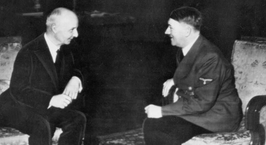Stats- og Udenrigsminister Erik Scavenius og Adolf Hitler i samtale i 1941 i forbindelse m. underskrivelsen af Anti-Komintern aftalen.
