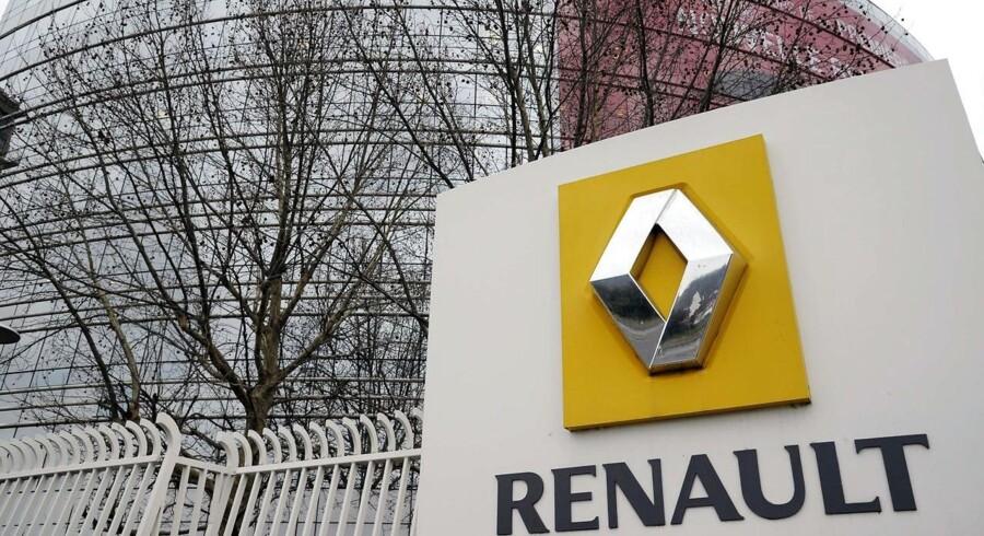 Den store franske bilproducent Renault vil indkalde 15.000 biler, inden de udbydes til salg for at kontrollere deres motorer.