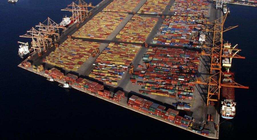 Maersk Lines konkurrent China Cosco Holdings har bestilt 11 containerskibe. Skibene får en kapacitet på 19.000 tyvefodscontainere, teu, og får dermed stort set samme størrelse som Maersk Lines store Triple E-containerskibe.