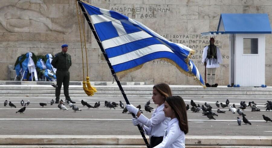 Grækenland skal betale 1,7 mia. euro tilbage i slutningen af måneden og 450 mio. euro i begyndelsen af april. Nu leder regeringen i alle kroge for at finde besparelser, der kan afhjælpe den akutte pengenød. ARKIVFOTO
