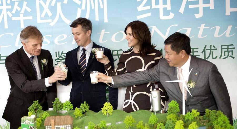 Kronprinsparret besøgte i december Kina, hvor der til et madevent med Arla blev skålet i mælk. Mejerigiganten regner med en fordoblet omsætning i år i forlængelse af et eksport-boom til Kina.