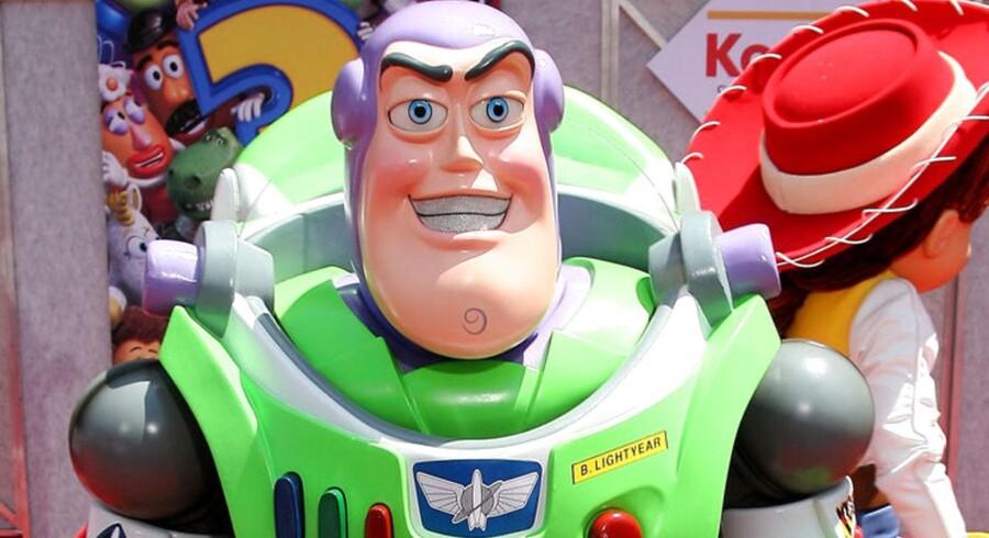Buzz, Woody og de andre legetøjsvenner vender tilbage i endnu en film fra det animerede univers. Filmstudiet Disney Pixar (Pixar blev opkøbt af Disney i 2006), hvis første film var netop Toy Story, er gået fra succes til succes med alle deres film. Se hvor mange millioner deres største succesfilm har solgt billetter for lige her.Læs også: Disney Pixar bekræfter: Toy Story vender tilbage
