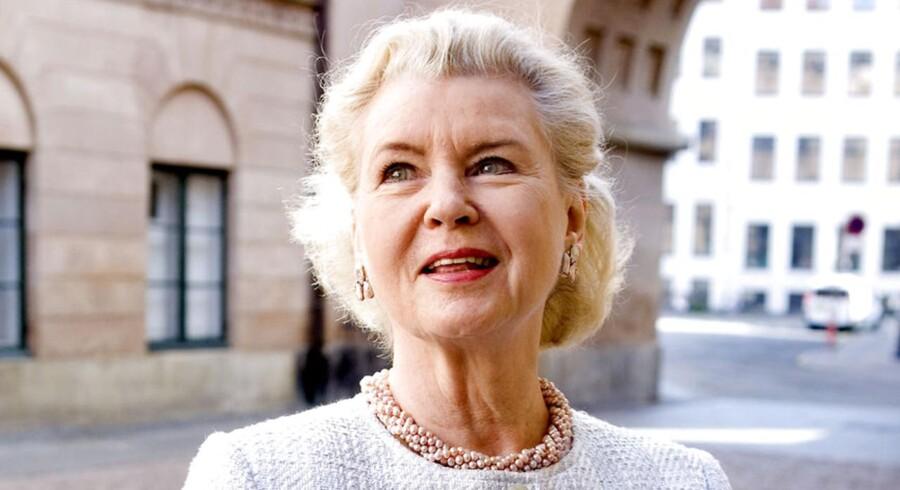 Tobaksenken Tineke Færch ved intet om salget af Færch Plast, som ifølge den jyske del af familien skal redde virksomheden fra at smuldre sammen.